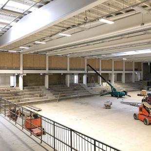 Renoveringsarbejdet i thansendk ARENA skrider fremad  I kan s smt fornemme den nye hngetribune der skal vre hvor trbekldningen er sat op  fredericiaidrtscenter renovering dererblevetmalet