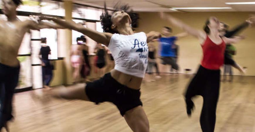 Holdtype dance