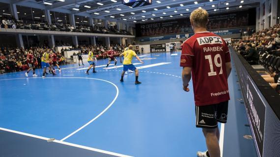 Håndboldkamp i thansen arena