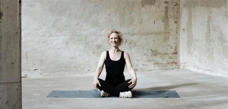 Yoga omkring bassinet i FIC